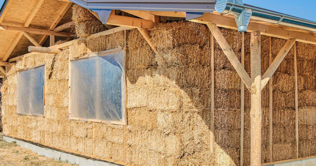 Straw for insulation